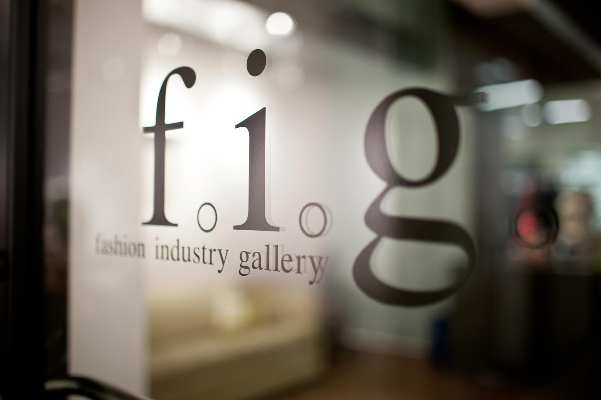 Fashion industry gallery - Photo Facebook