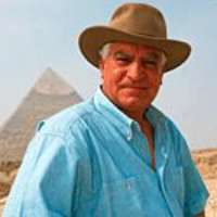 hawass-pyramid-2001