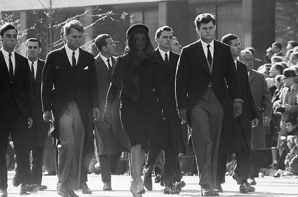 emkennedy-rfkennedy-jokennedy-at-jfk-funeral-procession-1963-photo-001