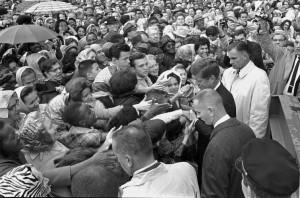 JFK surrounded by an enthusiastic crowd in Fort Worth (Photo: The University of Texas at Arlington Library, Arlington, Texas)