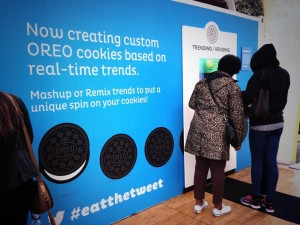 Users could create custom 3D-printed Oreo cookies via the #eatthetweet hashtag. (via @BenGrossman on Twitter)