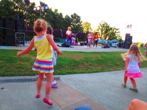 Dance with the band at the Cool Thursday Concert at the Dallas Arboretum (photo Therese Powell)