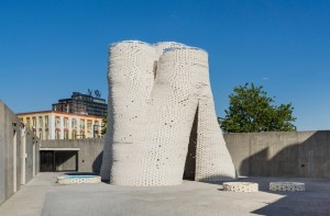 The Hy-Fi, a tower designed by New York firm The Living and built with mycelium bricks. (courtesy MoMA PS1)