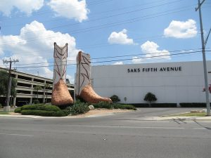 Big_cowboy_boots_at_the_North_Star_Mall_(San_Antonio,_Texas)_004