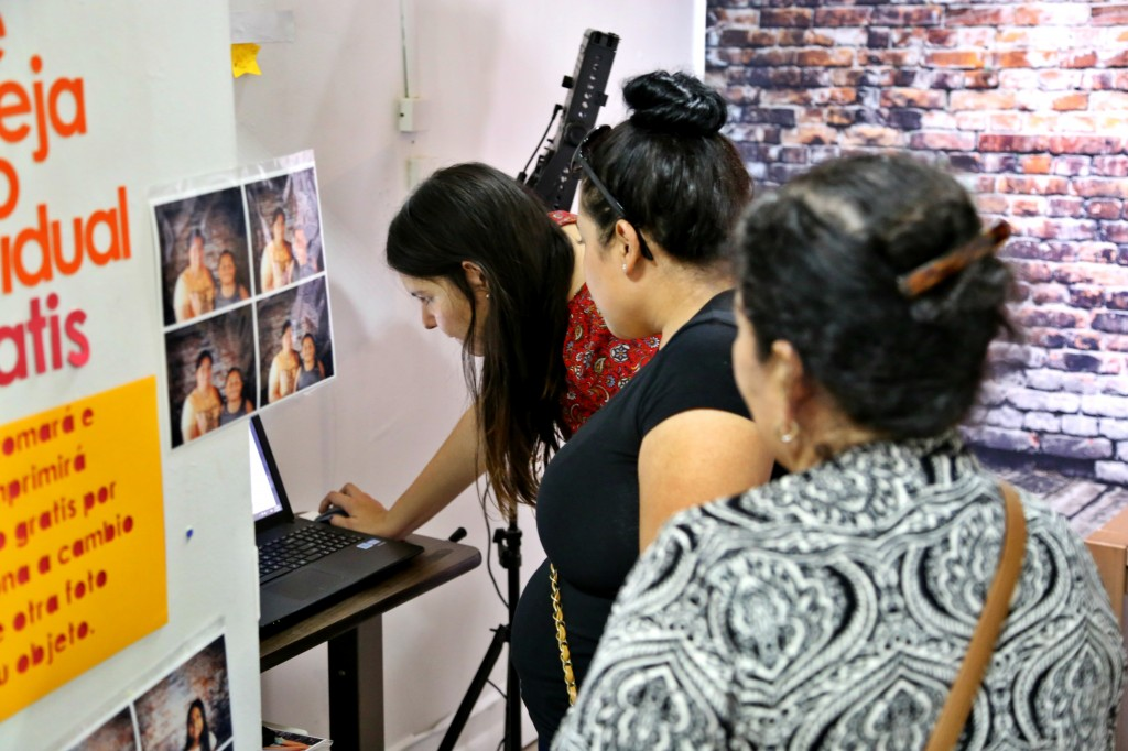 Reyes works with family on options for portrait. Photo: Hady Mawajdeh