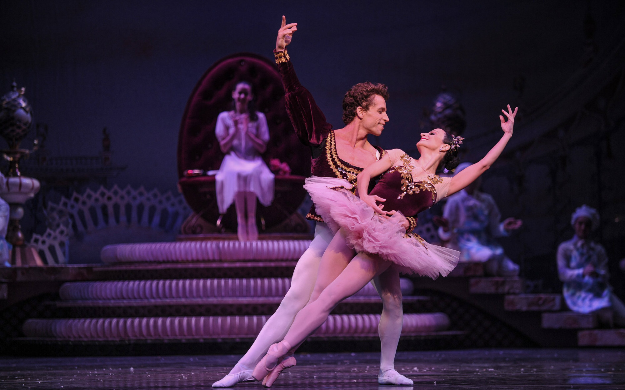 Andre Silva with Leticia Oliveira in 'The Nutcracker'