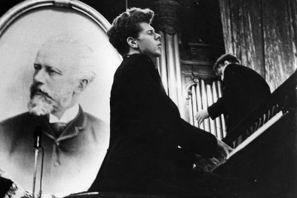 Van Cliburn played in the third round of the 1958 Tchaikovsky Competition in the Great Hall of the Conservatory in Moscow. Credit: Van Cliburn Foundation