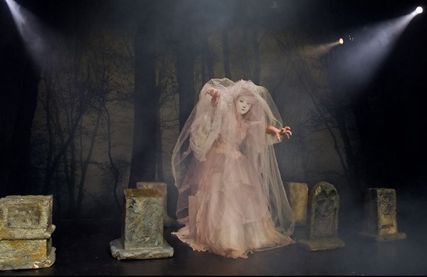 Make sure you hold on to your head at DCT's production of 'The Ghosts of Sleepy Hollow.' Photo: Dallas Children's Theater