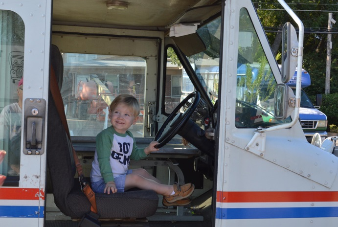 Kids can get a close up look at their favorite vehicles at the Touch-A-Truck event. Photo: arlington-tx.gov