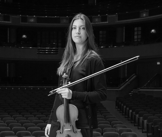 Lydia Umlauf and her 1916 Carl Becker violin. Photo: Dallas Symphony Orchestra