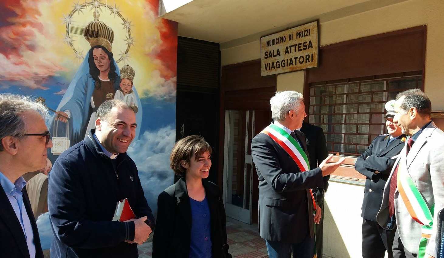 Olivia Cole (center) at the official unveiling of her Our Lady of Mount Carmel with town council member Giuseppe Castelli (far left) and Mayor Luigi Vallone (in sash).