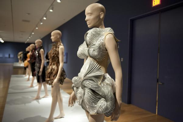 Iris van Herpen Transforming Fashion_Dallas Museum of Art (9)_May 2017_photo cred. photo by Tamytha Cameron