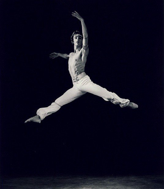 tanju1Tanju Tuzer in 'The Corsaire' with the Harkness Ballet, 1974. Photo: Tuzer Ballet