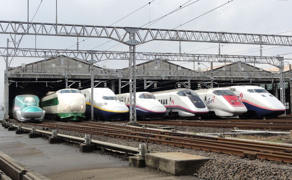 A lineup of JR East Shinkansen trains in October 2012. Photo: RSA>/a>(CC BY-SA 3.0)