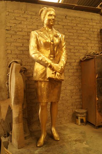 callejo bronze statue