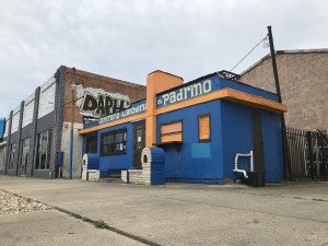 El Padrino, located at West Jefferson Boulevard and South Bishop Avenue in Oak Cliff. The vast majority of their customers dine in, so El Padrino has been hit hard by COVID-19 restrictions. (Credit: Miguel Perez / KERA)